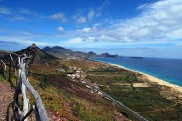 """""""Descoberta"""" de Porto Santo. Os navegadores João Gonçalves Zarco e Tristão Vaz Teixeira visitam esta ilha, iniciando a colonização portuguesa das ilhas atlânticas;"""