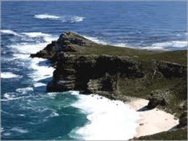 Passagem do Cabo Bojador. Considerado na época como o limite dos mares navegáveis, este famoso promontório é ultrapassado pelo navegador português Gil Eanes;