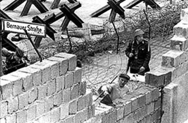 Construccion de muro de Berlin