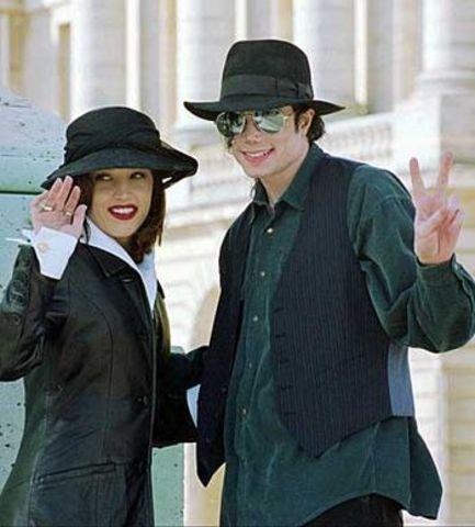 Marries Lisa Marie Presley