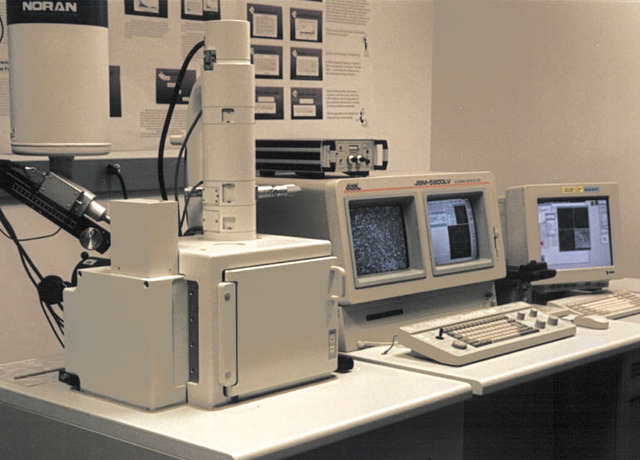 First Scanning Electron Microscope