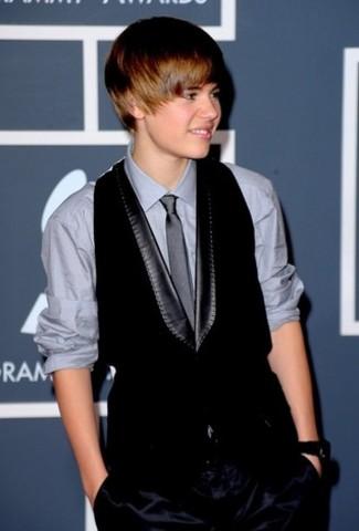 Fue uno de los presentadores de la 52º entrega de los Premios Grammy.