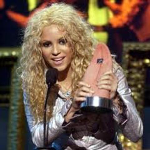 5 MTV awards/ Best Artist of the Year