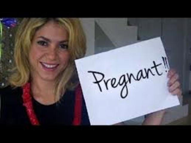 SHAKIRA'S PREGNANT!