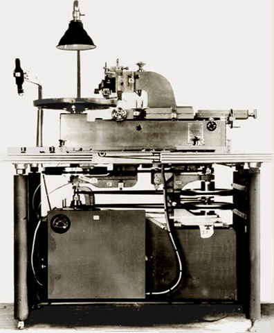 The Scully disc recording lathe is introduced.