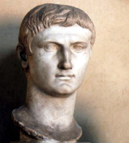 27 BC Augustus Becomes Emperor
