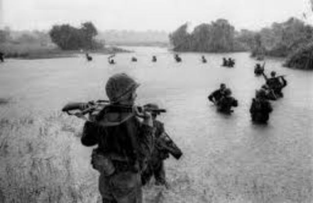 vietnamkrigen bryter løs