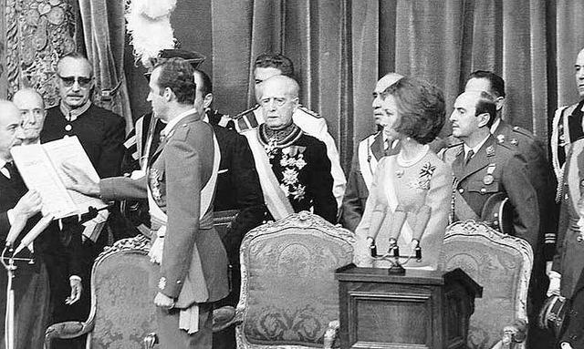 Juan Carlos es proclamado Rey
