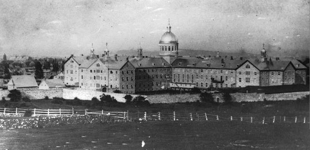 Paul Chomedey and Jeanne Mance found Hôtel-Dieu (first hospital).