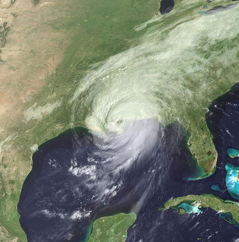 Hurricane Katrina breaks levees.