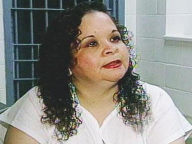 Yolanda Saldivar, la directora de Selena, le robó mucho dinerode su familia.