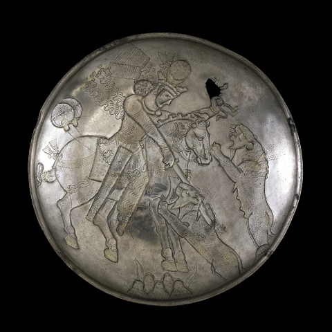 Plate with king hunting lions