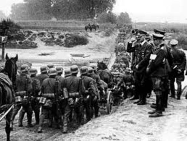 La Wehrmacht entra en els Sudetes.