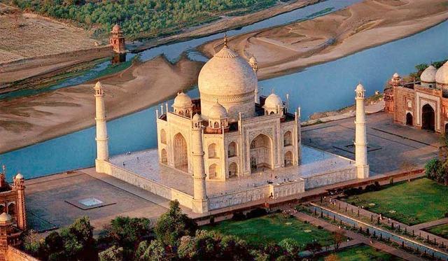 Mughals' Taj Mahal Complex