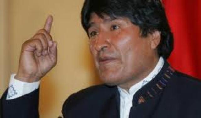 Evo Morales assume a presidência da Bolívia