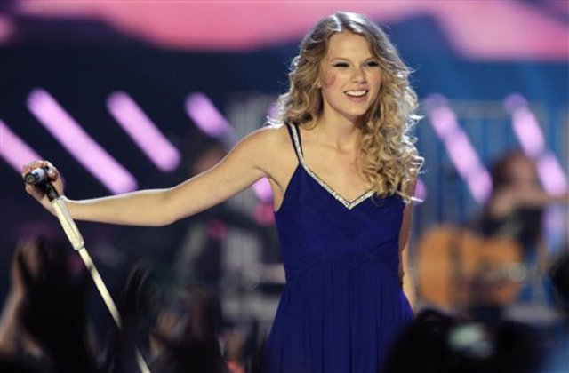 Taylor Swift Performs On America's Got Talent