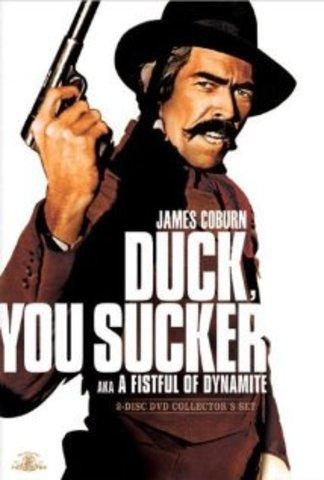 """Sergio Leone diretto """"Duck, You Sucker"""", """"Giu' la Testa"""", noto anche come """"A Fistful of Dynamite""""."""