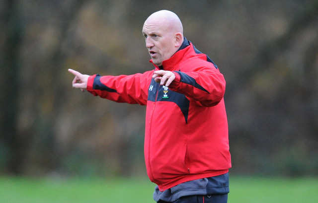 Shaun Edwards signs new deal with Wales