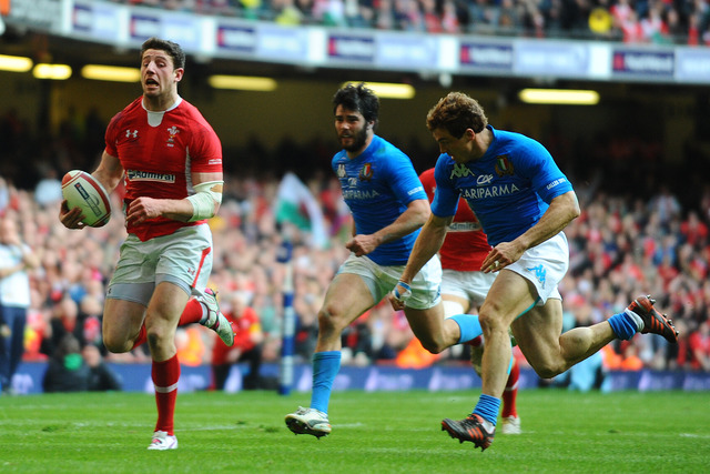 Win over Italy keeps Grand Slam dream alive