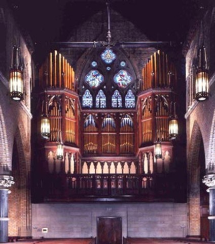 First organ built in Philadelphia.