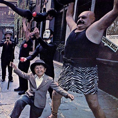 L'album Strange Days sort dans les bacs
