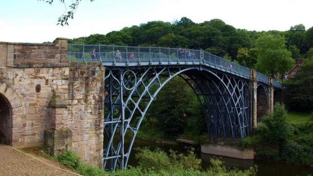 Primer puente de hierro.
