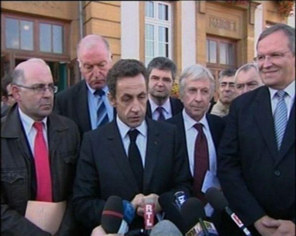 Sarkozy met de l'eau dans son vin