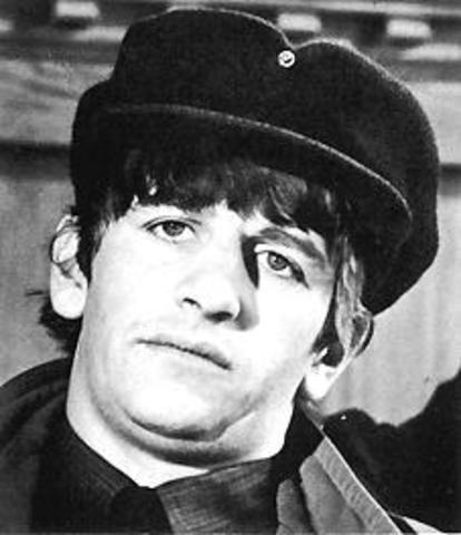 Ringo Starr inègre le groupe