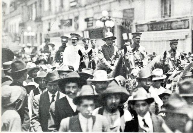 Álvaro Obregón, al frente del cuerpo del ejército