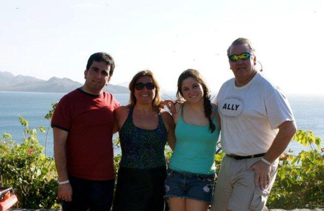 Mi familia y yo viajamos a Costa Rica