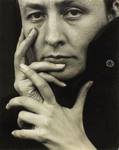 Georgia O Keeffe Dies