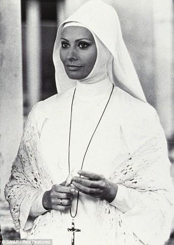ha interpretato una suorai panni di una suora nella commedia Bianco, rosso e..., con Adriano Celentano.