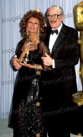 Ha ricevuto il Premio Oscar alla carriera.