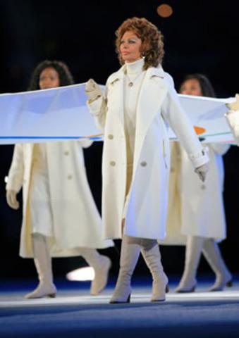 Portava la bandiera olimpica durante la cerimonia in Torino