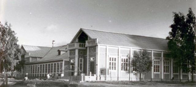 Здание библиотеки на ул.Набережная