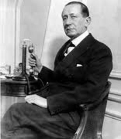Marconi sends first transatlantic radio signal
