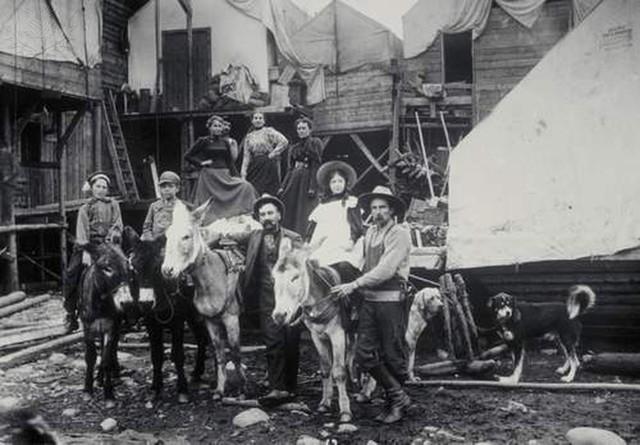 Klondike Gold Rush begins!