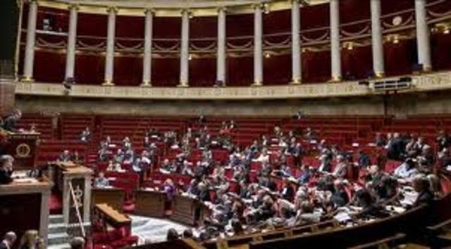 Los parlamentos son restaurados. El parlamento de Paris demanda ``formas de 1614´´ para la reunión de los Estados Generales.