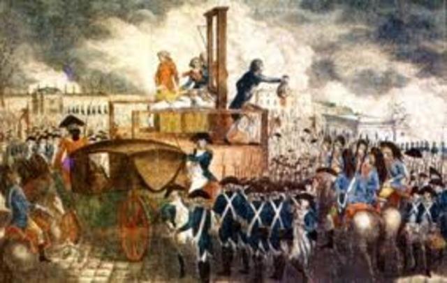Creación de la Sociedad de Amigos de la Constitución en Versalles, que se convertirá en el Club de los Jacobinos al instalarse en París en octubre.