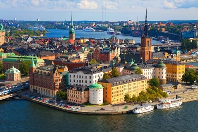 Art Spiegelman is born in Stockholm, Sweden.