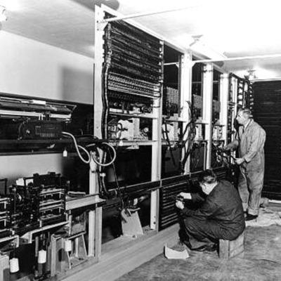 Evolución del dispositivo básico de construcción de las computadoras (relés, tubos de vacío, transistores, microprocesadores)  timeline
