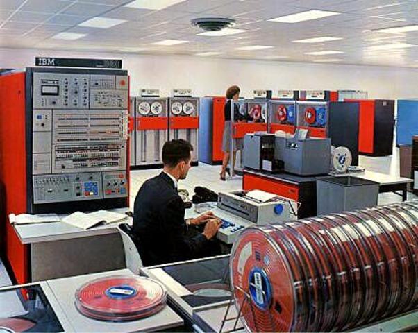 Lanzamiento de la IBM S/360