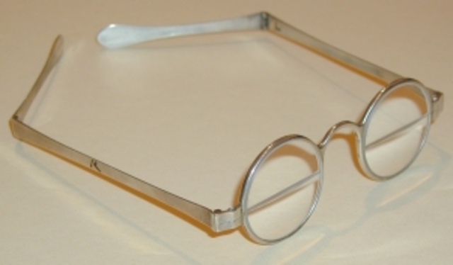 Benjamin Franklin Invents Bifocal Glasses