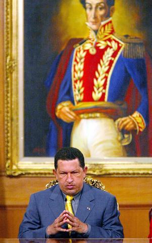 Chávez ordena reforzar la vigilancia militar del holding estatal Petroleos de Venezuela (PDVSA) y envía tropas a retomar un buque rebelde