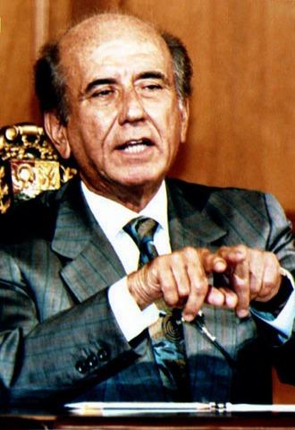 Carlos Andrés Pérez deja la presidencia tras ser acusado de corrupción