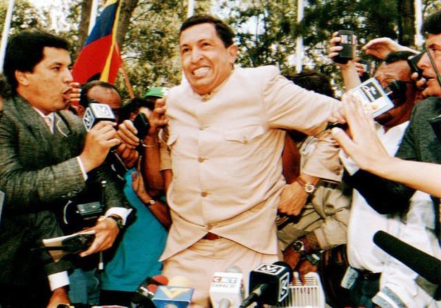 Chávez recorre el país buscando apoyo para su Movimiento Revolucionario Bolivariano 200 con un mensaje apocalíptico sobre la situación de Venezuela