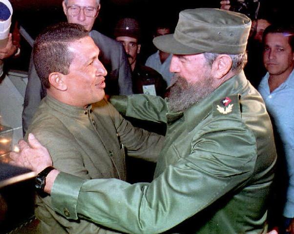 Fidel Castro recibe a Chávez en La Habana