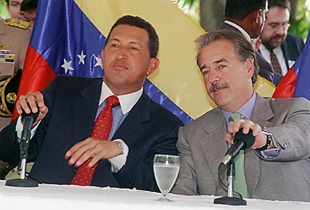 Tras varios meses de contactos con la guerrilla colombiana de las FARC, el Gobierno venezolano finaliza con éxito las negociaciones para liberar a seis personas secuestradas en Venezuela en 1999