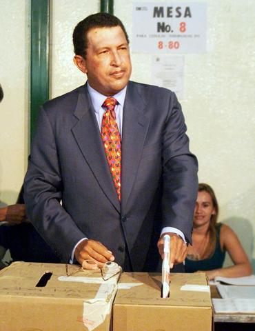 El candidato Chávez, quien encabeza las encuestas, dice que en su gobierno se respetará la propiedad privada.