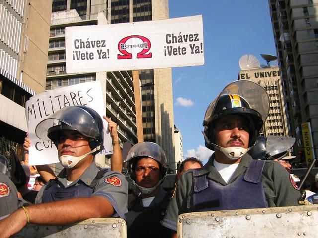 La oposición venezolana toma las calles de Caracas para exigir un adelanto de elecciones.
